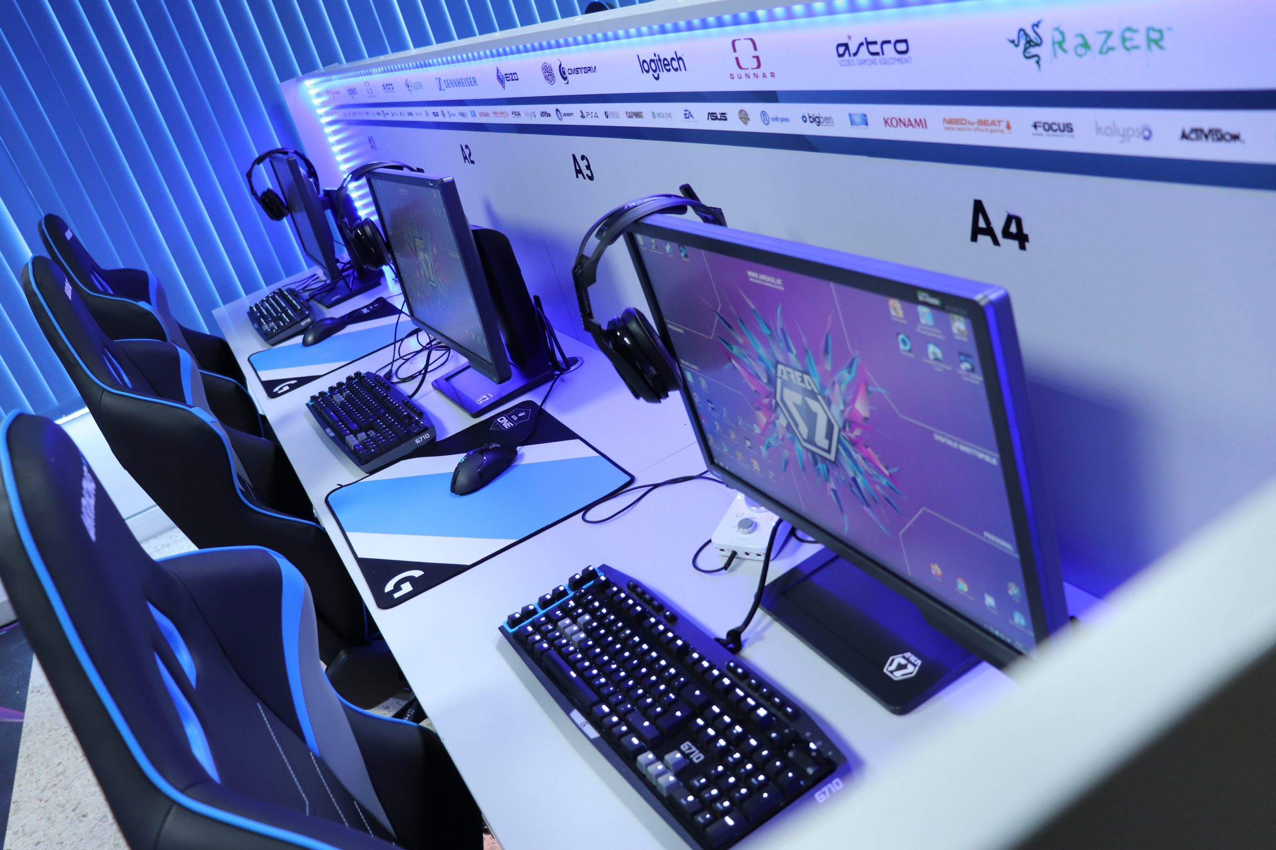 AREA52_Desk